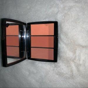 Makeup - Anastasia Beverly Hills peachy love trio blush